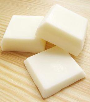 I panetti idratanti per il corpo sono delle lozioni, in forma solida, molto utili e pratiche da usare per il benessere della pelle. Ecco come realizzarli in casa…