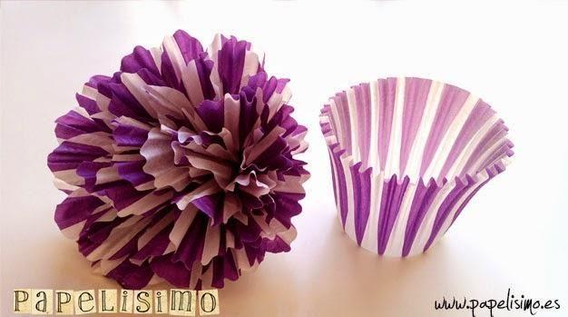 Cómo hacer flores de papel. ¿Sois aficionadas a los cupcakes? Pues ahora también podéis aprovechar los moldes para elaborar bonitas flores como esta.