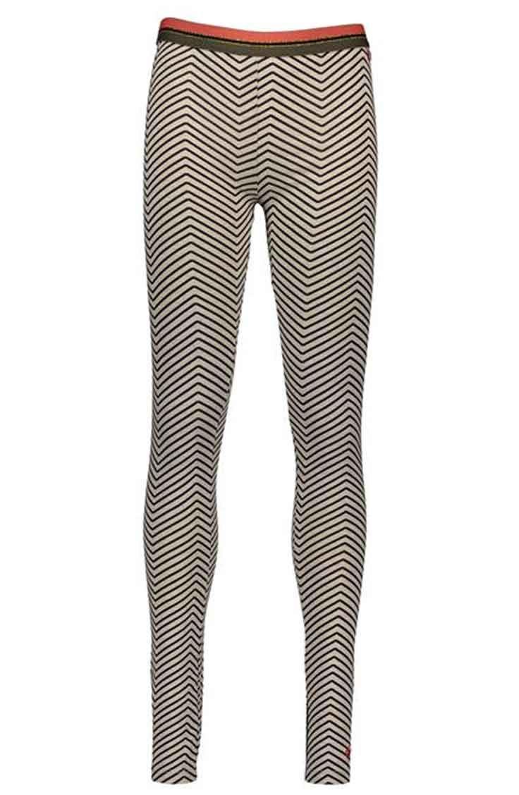 Like FLO legging in een all over zigzag dessin. Deze legging in een super zachte jersey is afgewerkt met een contrasterend gestreepte elastiek. 95% katoen, 5% elasthan.