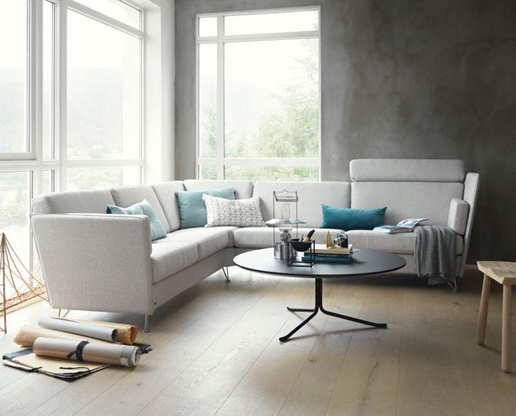 Skandinavisk design. Noor soffa är en stilsäker soffa från Brunstad med en spännande och nyskapande design.