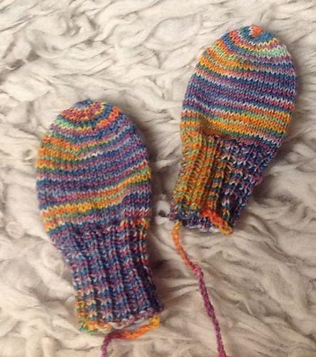 Ravelry: angelaknits' Tiny mittens