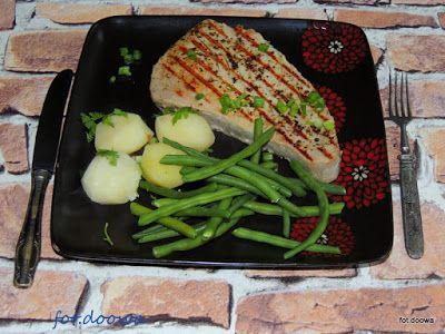 Moje Małe Czarowanie: Steki z tuńczyka z kolorowym pieprzem i rozmarynem...