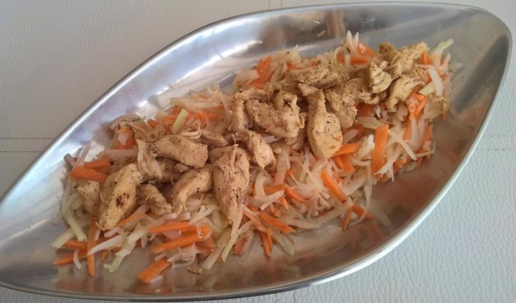 Kókuszos csirkemell édesköménymagos salátával (paleo)