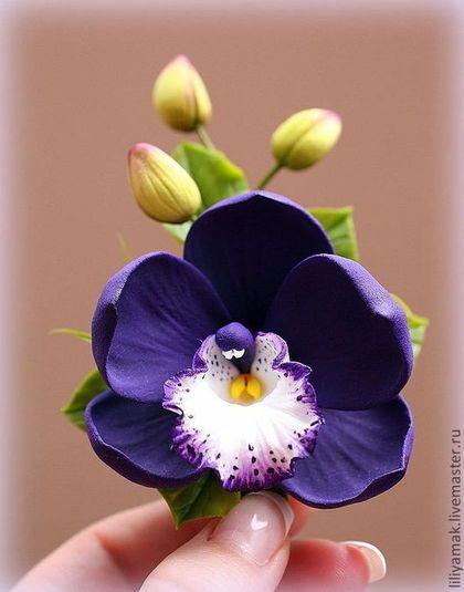 Купить или заказать Орхидея с бутонами в интернет-магазине на Ярмарке Мастеров. Зажим для волос с темно-фиолетовой орхидеей и бутончиками ручной работы. Сделано из японской глины, полностью ручная работа.