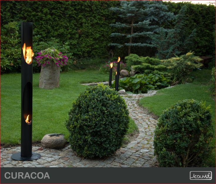 Oryginalna lampa ogrodowa - swoiste oświetlenie ogrodu lub tarasu - biokominek w ogrodzie. #biokominki #kominki #aranzacje #lampa #dom #ogrod