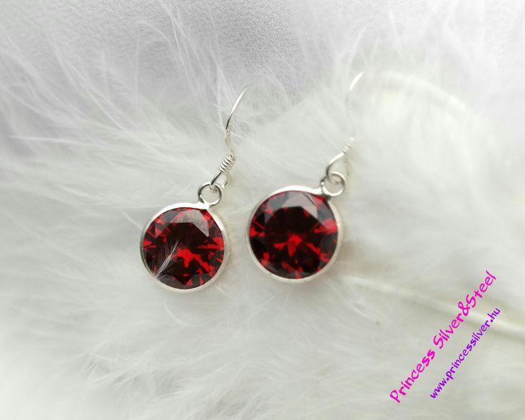 Piros cirkónia kristályos ezüst fülbevaló. Részletek itt: www.princessilver.hu
