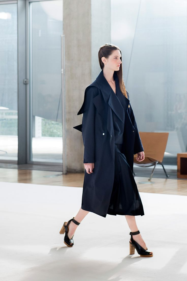 4. Trenchcoat with hood in water-repellent cotton-linen, trench-shirt and asymmetrical skirt in checked cotton and heeled open sandals in leather