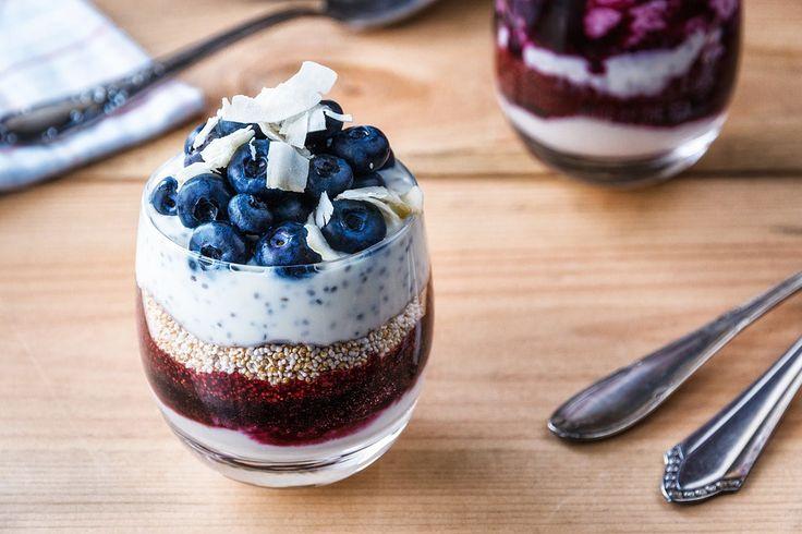 Készíts chiapudingot édesítőszerrel és gyümölcsökkel, így a benne lévő sok rostnak és fehérjének köszönhetően sokáig nem éhezel meg. Itt találsz hozzá három jó receptet!