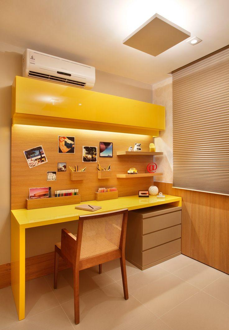 yellow_Bancada de estudo zeta laqueada em amarelo Gloss e painel em Legno Miele: