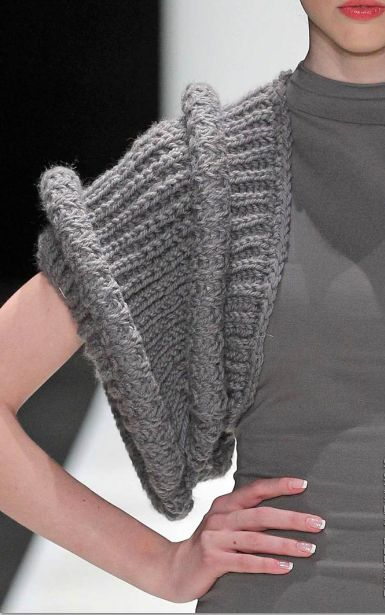 bunker z - interesting sleeve and this could be very easily adapted to a number of sewn outfits, plus the length extended and any number of different pattern ways added into the ribbing.