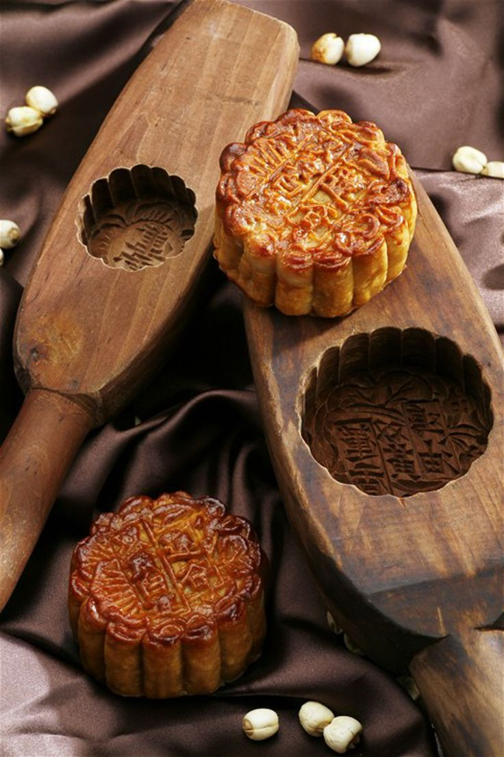 An important Mid-Autumn Festival tradition (China, Hong Kong, Singapore): Exchanging mooncakes, a seasonal delicacy that is now offered in a variety of sizes and flavors. @lajollamom
