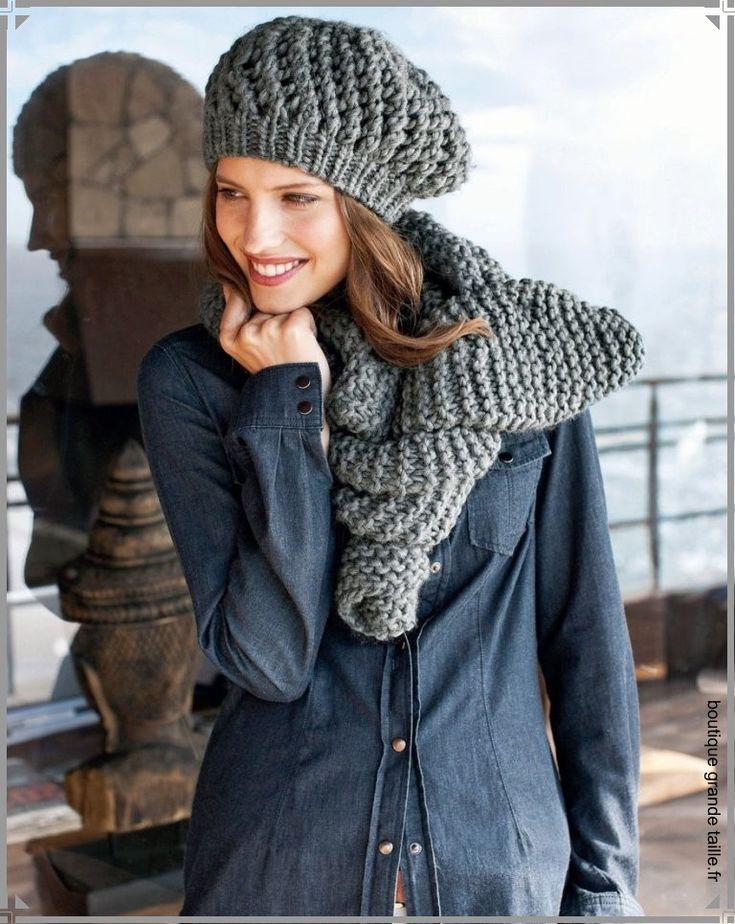 Bonnet béret tricoté grosse maille avec son écharpe assortie.