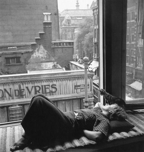 Nicole Dumont, Amsterdam, 1934 (Eva Besnyö)