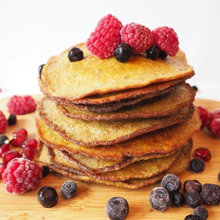 Har du lyst på kjempegode og sunne pannekaker som er enkle å lage?  Oppskrifter på de beste pannekakene finner du på bloggen nå - bananpannekaker og søtpotetpannekaker! Mums