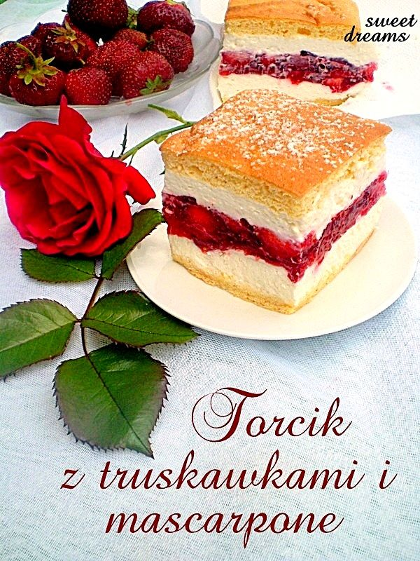 Cake with strawberries and mascarpone