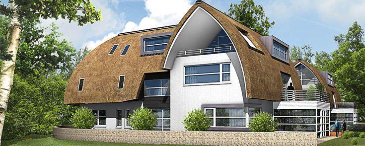 #impressie van Appartementen Project De Torenvalk te Laren. Luxe woning met rieten kap en stucwerk gevel.