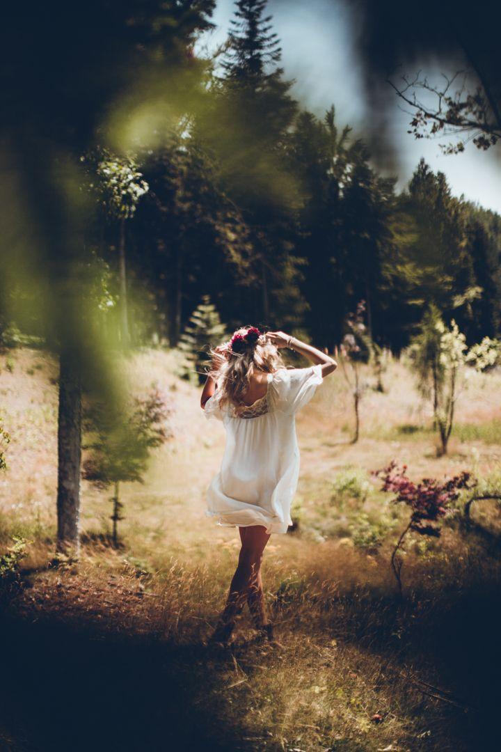 Boho-Inspired Wald-Hochzeits-Fotoshooting Mit Einer Reichen Farbpalette — Modekreativ.com#bohoinspired #einer #farbpalet…