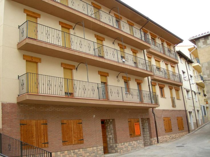 Información sobre  Apartamentos Turísticos Rosario  en Javalambre Los Apartamentos Turísticos Rosario se encuentran en el centro de Camarena de la Sierra, a 8 km de la estación de esquí de Aramon Javalambre y a 4,1 km de Camarena. Los Apartamentos turísticos Rosario cuentan con 9 a...