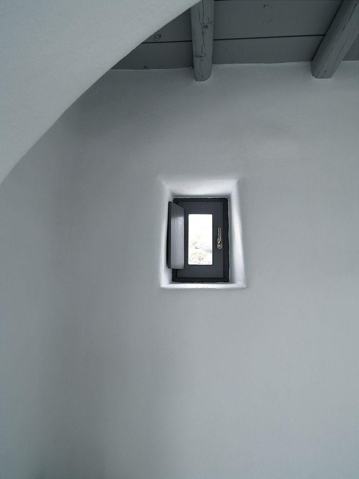 Small Window   OLYMPUS DIGITAL CAMERA