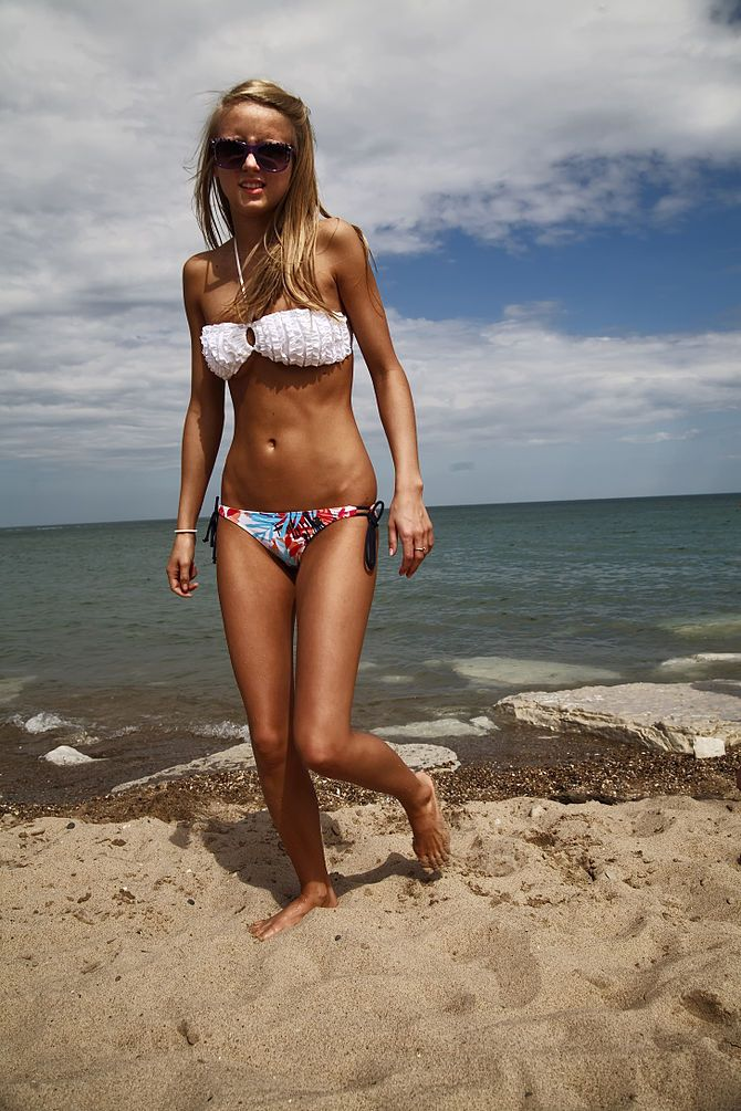 bikinis Orite chicks in