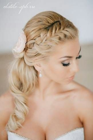 Simple elegance: Braided ponytail accessorized with a flower. #hairstyle #hair #bride #bridalhairstyle #wedding #bridalbeauty #braidedhairstyle