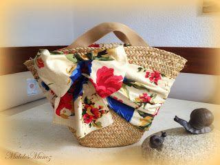 Este año,los bolsos de paja y capazos de playa llegan cargados de color y alegría.Bolsos de paseo con alegres mariposas,grandes flores,laza...