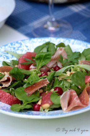 En été nous déjeunons souvent léger, écrasés par la chaleur nous n'avons pas toujours très faim et cela arrange bien mes jeunes qui ont un réveil assez tardif pendant les vacances, les bienheureux. Cette salade a été l'occasion d'essayer ma nouvelle essoreuse...