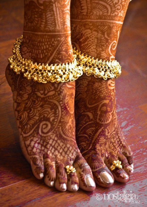 Toe rings, anklets and mehendi.. gorgeous!