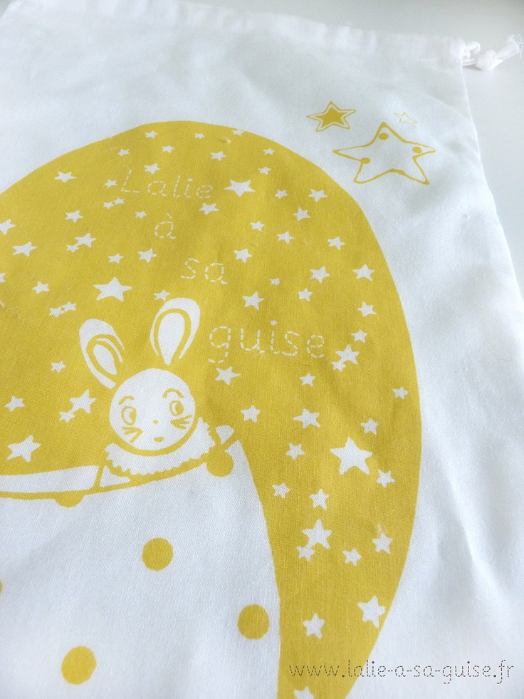 """pochette """"lapin étoilé""""  jaune en coton biologique certifié GOTS. €19,50, via Etsy."""