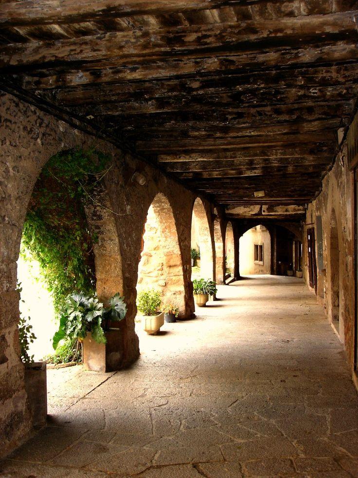 Pueblos medievales:  Santa Pau -  Prov.Girona  Catalonia  by Àmbit Rural