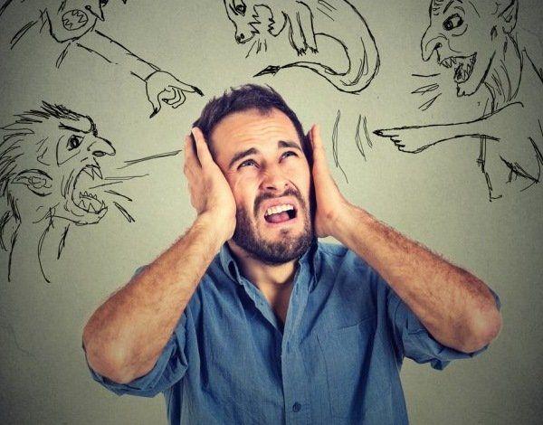 Учёные объяснили причины возникновения галлюцинаций http://actualnews.org/nauka/166854-uchenye-obyasnili-prichiny-vozniknoveniya-gallyucinaciy.html  После ряда исследований учёные заявили, что слуховые и оптические галлюцинации могут возникать не только у людей, которые принимают наркотические вещества. С подобным явлениям может столкнуться любой человек, о причинах возникновения они рассказали одному из научных журналов.