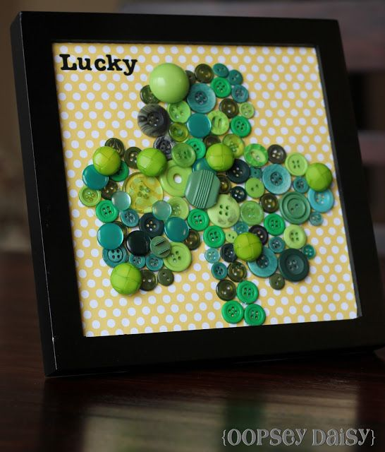 Shamrock Button Frame Art | Oopsey Daisy #StPatricksDay #crafts #DIY