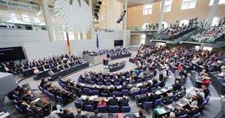 Όλα αλλιώς στη Γερμανία μετά τις κάλπες: Προς τριπλό συνασπισμό με Μέρκελ, Πράσινους και Φιλελεύθερους που θέλουν Grexit