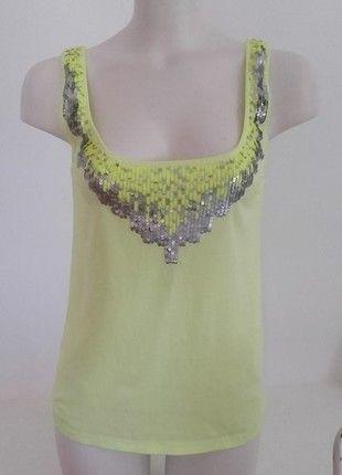 À vendre sur #vintedfrance ! http://www.vinted.fr/mode-femmes/debardeurs/24576022-debardeur-jaune-fluo-brillant-bershka