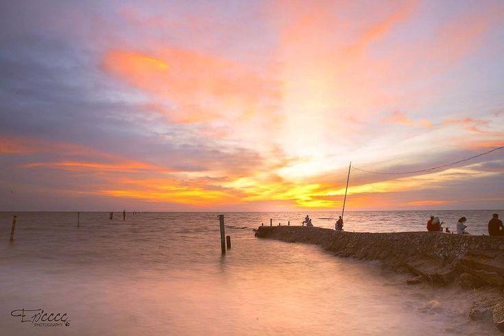 #sea #malaysia #malaysiafreelancephotographer #malaysiaphotographer #nikon #longexposure #sunset #landscapephotography #landscape #nature #naturephotography #magictime #magichour #fishing #sekinchan #city #cityscape #goldenhour #sunrise #sunshine #日落 #黃昏