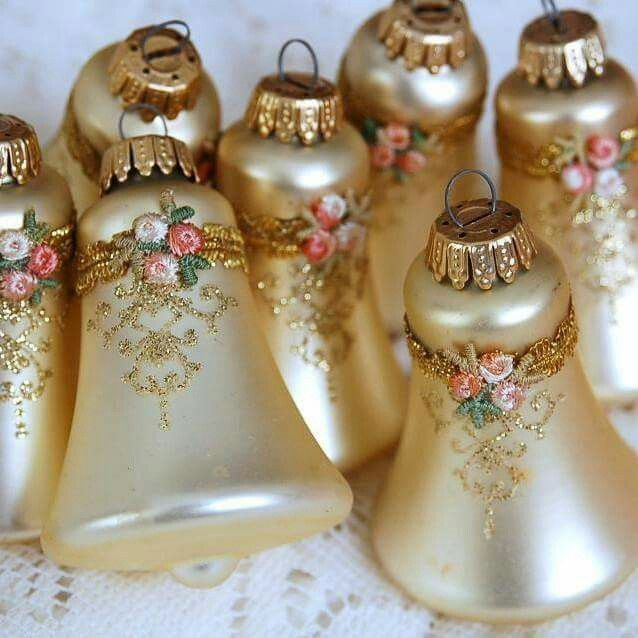 "Pretty vintage ornaments....makes me want to go on a dinking mission for finding ""treasures"" this summer in the NW! ♡"