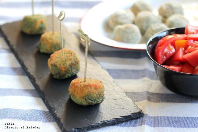 Deliciosas croquetas cremosas de espinacas y queso azul. Con fotos paso a paso de su elaboración y presentación. Receta de aperitivo. Receta de verduras y qu...