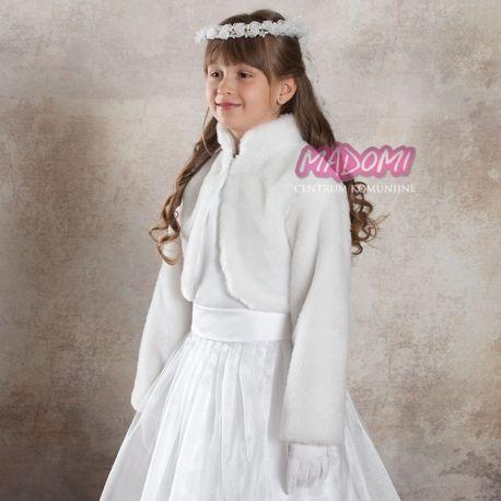 Bolerko komunijne uszyte z futerka misia. Środek wykończony podszewką. Pod szyją stójka i zapinanie na haftkę. Da dużo ciepła jednocześnie nie zasłaniając sukienki komunijnej. Z uwagi na prosty krój bolerka jest to model który można wykorzystać nie tylko na komunię. #bolerka #komunijne #bolerko #komunia #święta #swieta
