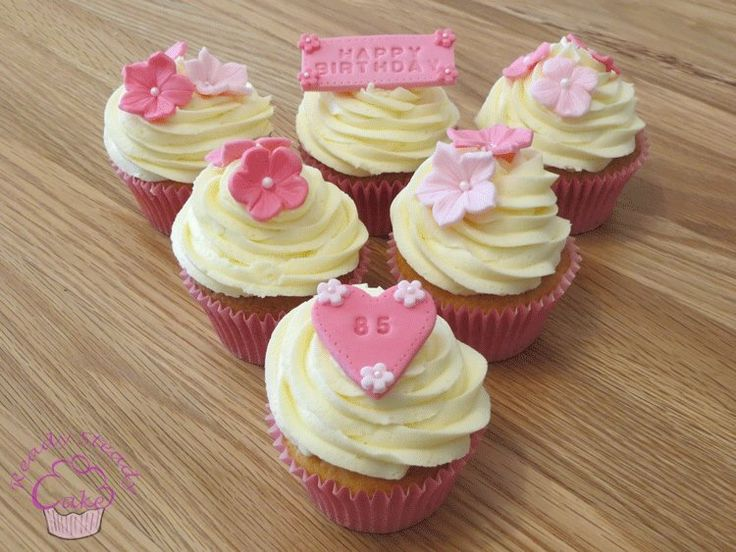 Pretty flower cupcakes for a 85th birthday