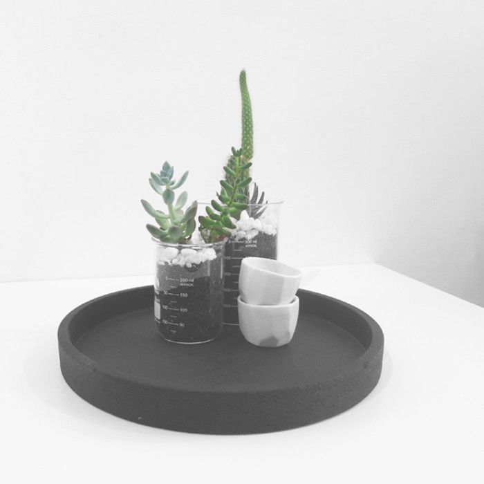 The Minimalist - round concrete tray