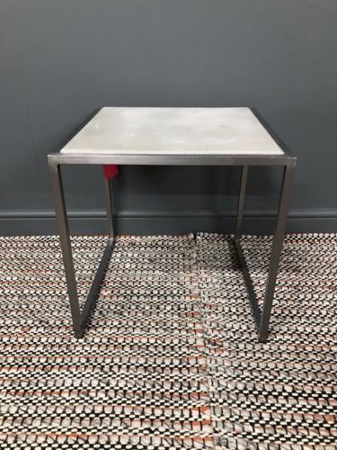Cooler-Ino-steel-and-concrete-lamp-table