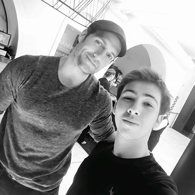 #FANPIC   Charlie Zep conheceu @henrycavill no final de Outubro em Los Angeles. Ele contou que seu sonho de infância se tornou realidade e que #HenryCavill era a pessoa que ele mais desejava conhecer. Fofo né? Credit pic: Charlie Zep. #henrycavill #superman #superhenry #PHCBR