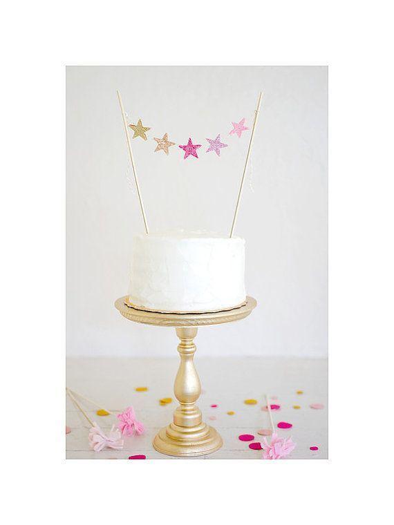 ウェディングケーキをデコレーション♡目立って可愛い『ケーキトッパー』のパターンまとめ*にて紹介している画像