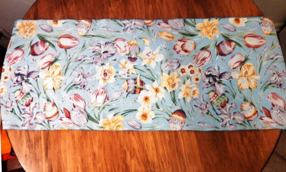 Easter Table Runner. Vintage, 100% Cotton.