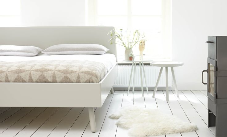 Loof grey 'basket' bed type 2, with 'tripod' sidetable. Photography: Dolf Olislagers Styling: Studio Skattejakt