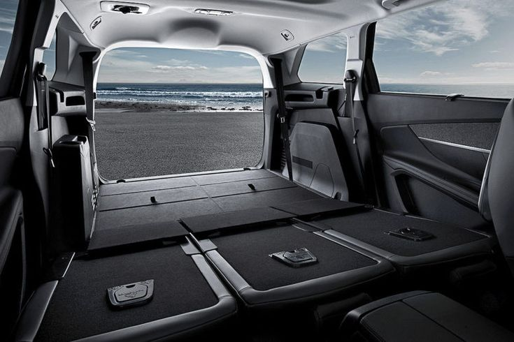 2017 Peugeot 5008 boot: Flexible luggage compartment, up to 3.2 meters long items are welcome aboard.