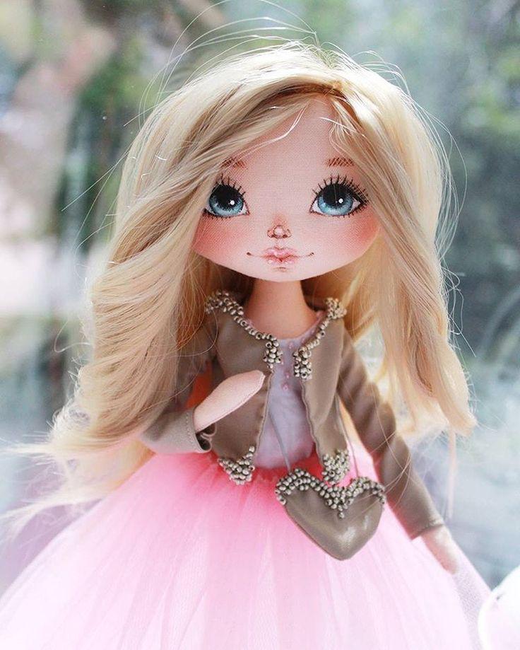 Привет! Куколка ищет новый дом Нежная блондиночка,  все одежки сьемные, ручки…