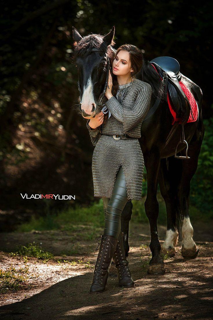 лошадь и девушка воительница