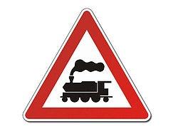 Verkehrsschild mit Dampflokomotive