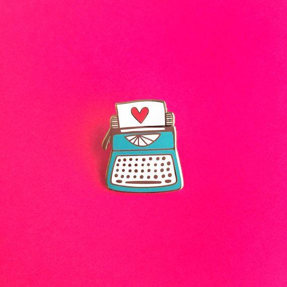 Machine à écrire amour / / cloisonné l'émail par TheUncommonPlace